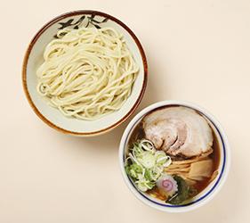 日本必吃推荐拉面在京都车站的「京都拉面小路」的东京・大胜轩的元祖沾面