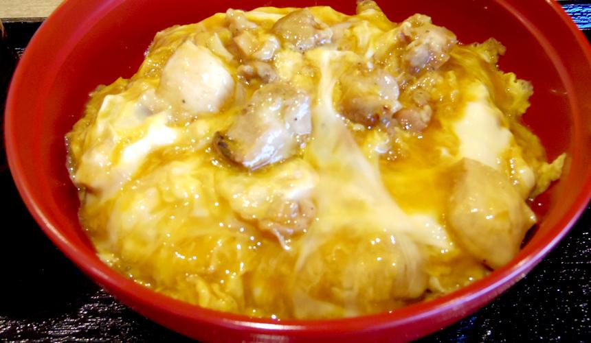 关西京都近郊最大级「三井 OUTLET PARK 滋贺龙王」的亲子丼店家鸡料理「ほっこりや」
